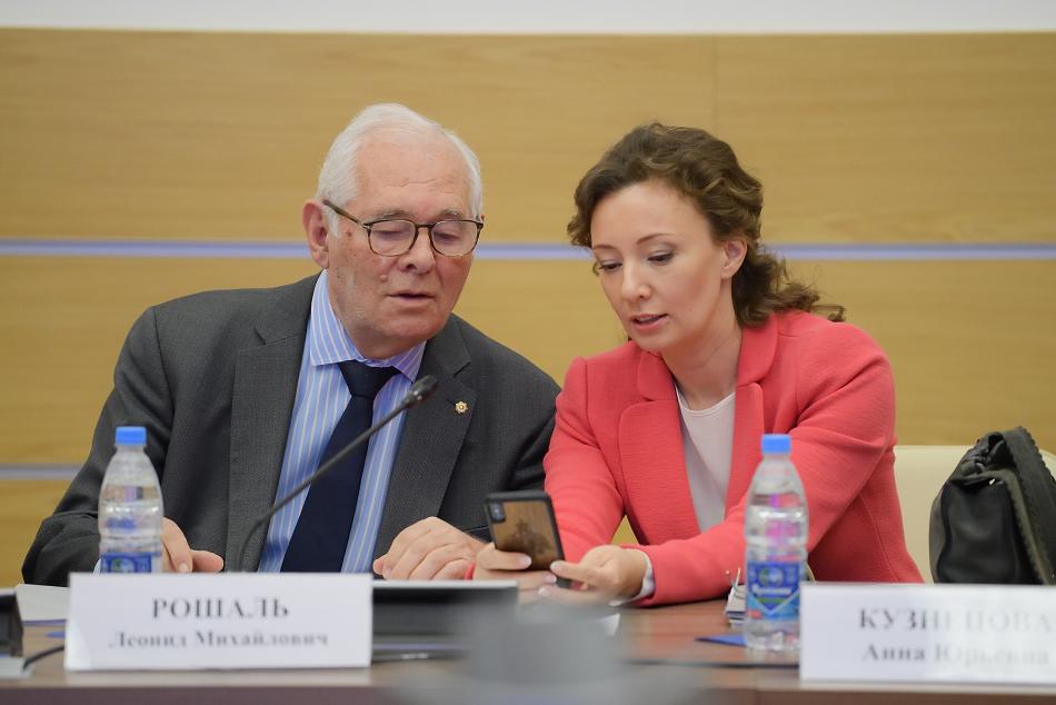 """Анна Кузнецова: """"Преступно не обращать внимания на боль детей в детских домах-интернатах"""""""