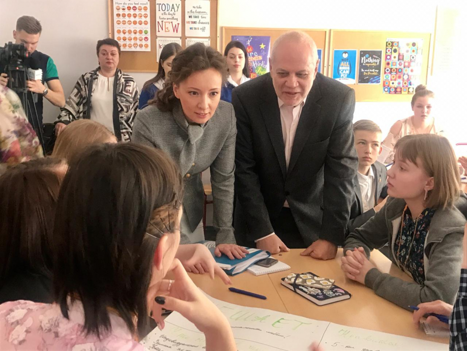 Анна Кузнецова встретилась с участниками Слета детских общественных советов