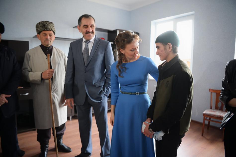 Детский омбудсмен навестила многодетную семью и посетила реабилитационный центр в Ингушетии