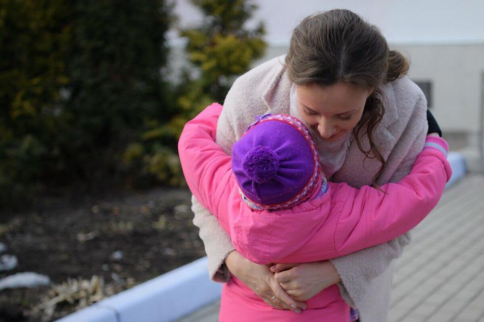 Детский омбудсмен навестила в социальном учреждении пятилетнюю девочку, найденную в замусоренной квартире