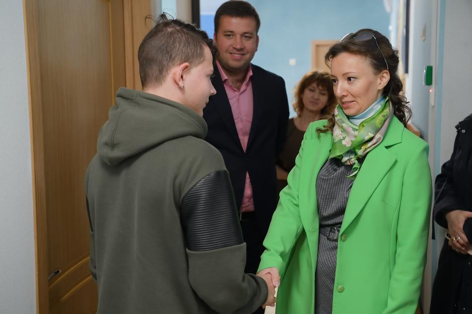 Анна Кузнецова навестила подростка в Центре содействия семейному воспитанию