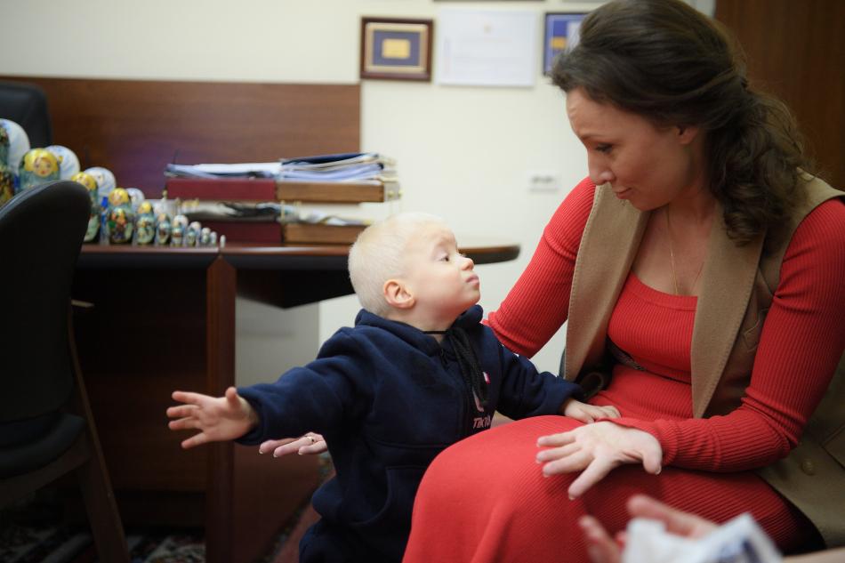Детский омбудсмен встретилась с приемной мамой из Крыма