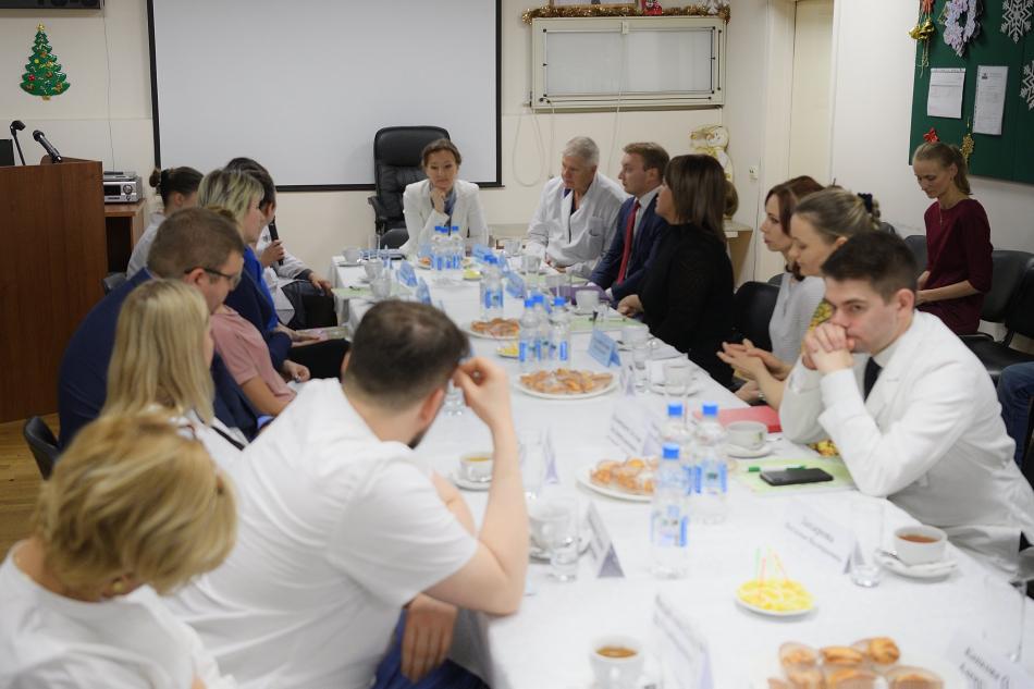 Анна Кузнецова встретилась с родителями детей, находящихся на лечении в онкологическом центре