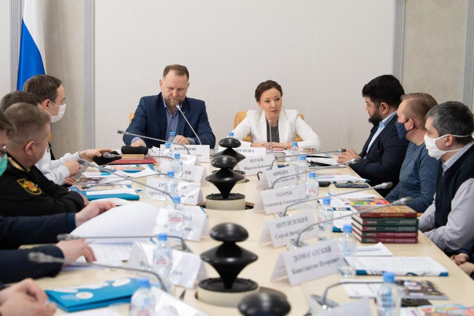 Анна Кузнецова предложила отцовскому сообществу объединить усилия для организации занятости детей во время летних каникул