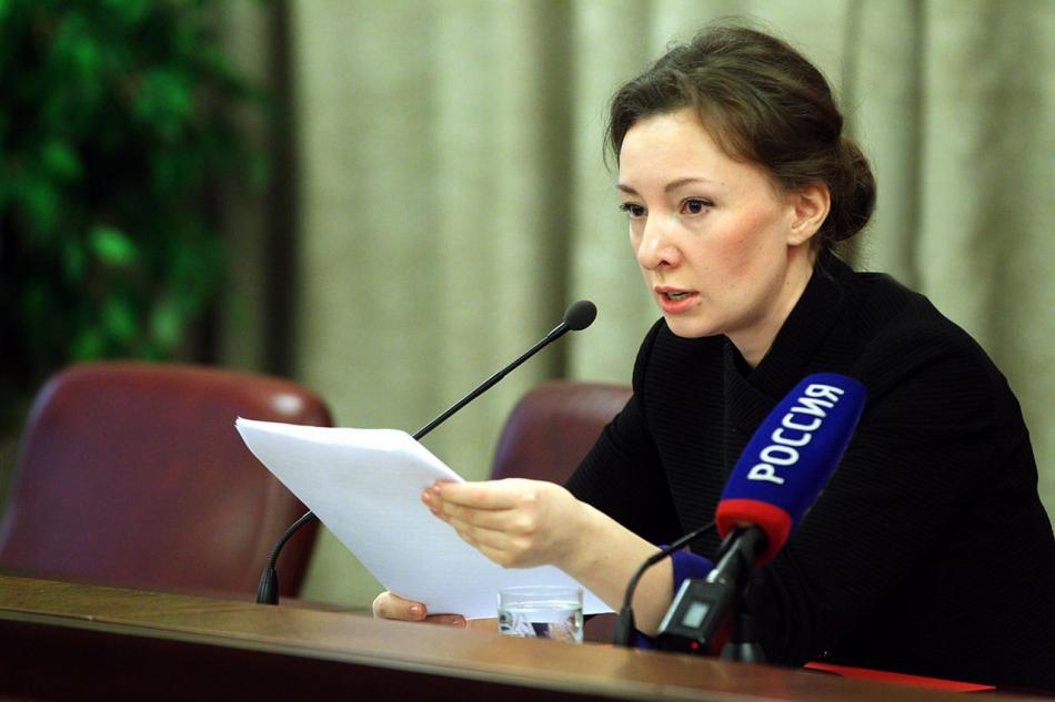 Анна Кузнецова: «Приемные семьи необходимо поддерживать, а не создавать для них дополнительные ограничения»