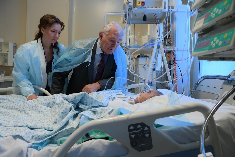 Анна Кузнецова навестила в больнице  девочку из Ингушетии