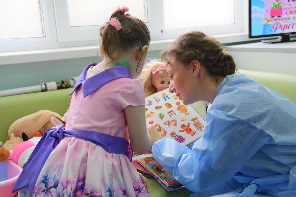 Анна Кузнецова вновь навестила девочку, оставленную мамой без присмотра в одной из московских квартир