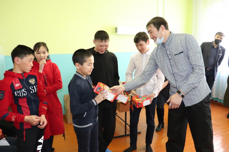 Представители «Совета отцов Кош-Агачского района» с детским омбудсменом посетили школу-интернат с.Бельтир.
