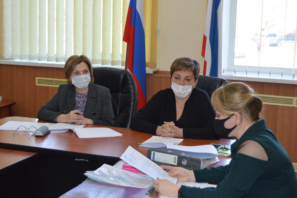 Уполномоченный приняла участие в заседании Комиссии по делам несовершеннолетних и защите их прав в Бахчисарайском районе