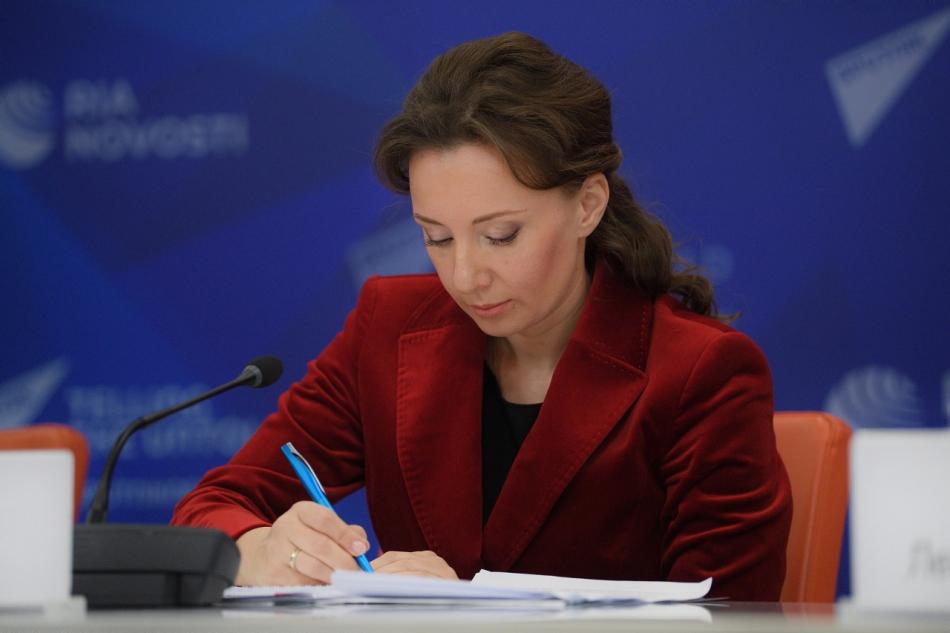 Анна Кузнецова просит рассмотреть возможность принятия дополнительных мер поддержки семей с детьми старше 16 лет