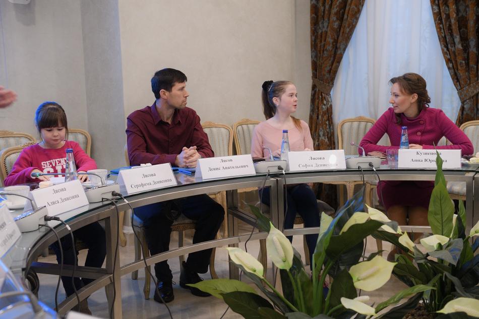 Анна Кузнецова обсудила с Денисом Лисовым вопросы дальнейшего жизнеустройства семьи