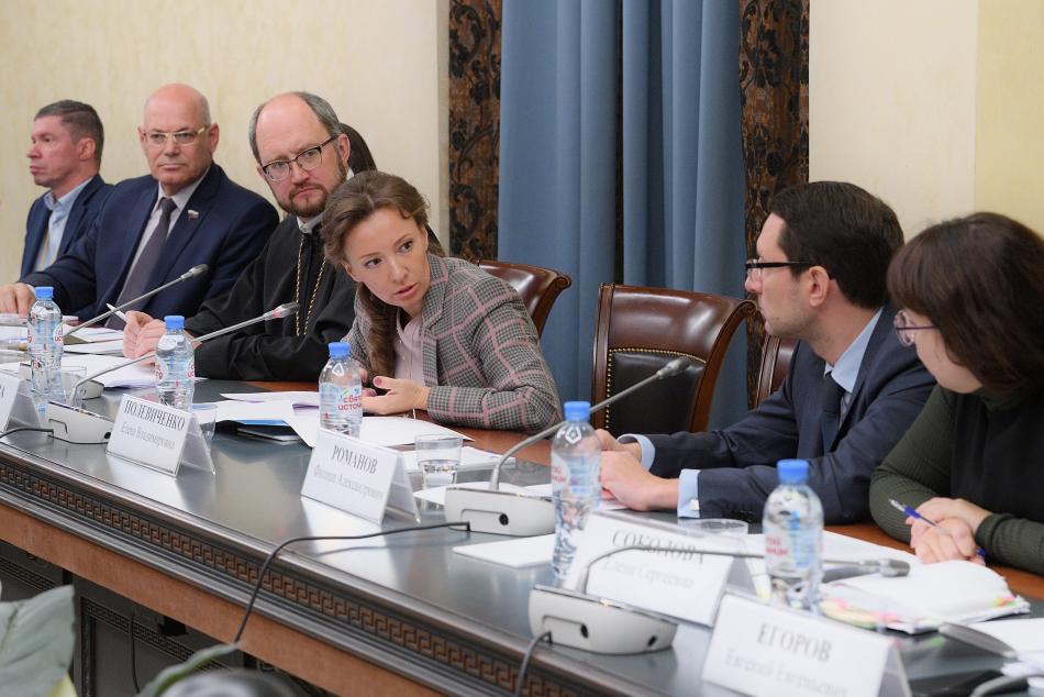 Анна Кузнецова считает необходимым совершенствовать систему финансирования закупки незарегистрированных в РФ лекарств