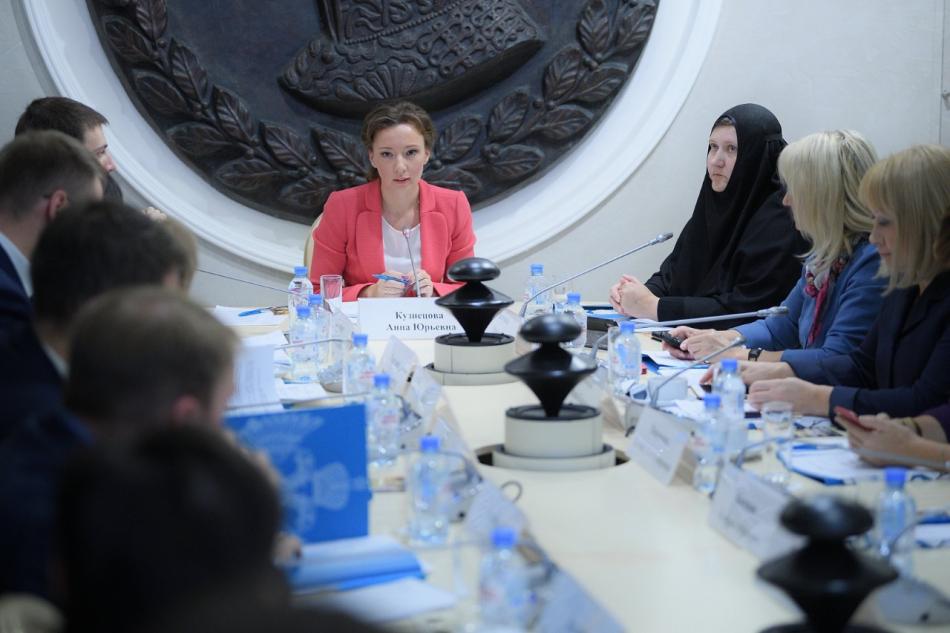 Анна Кузнецова обсудила с экспертами проблемы социализации слепоглухих детей