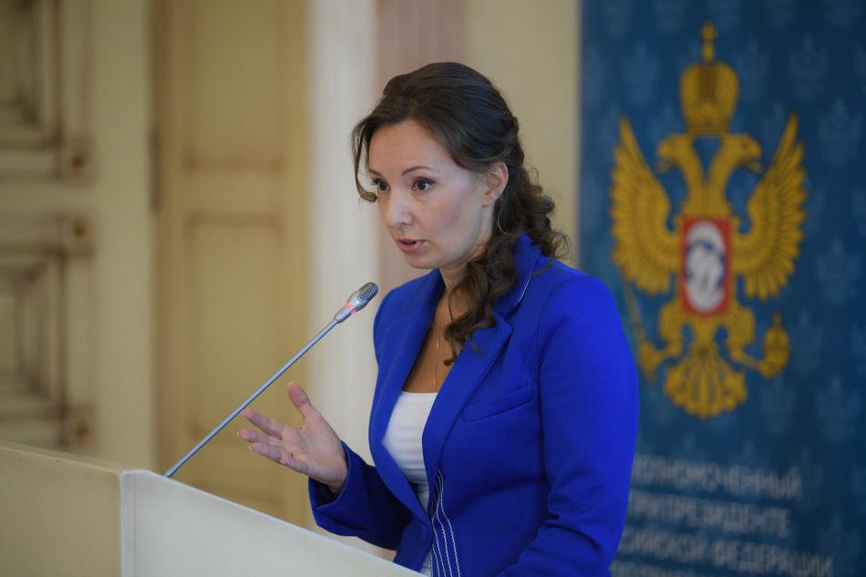 Анна Кузнецова: Просемейные иницативы важно оценивать с точки зрения защиты семьи и детства