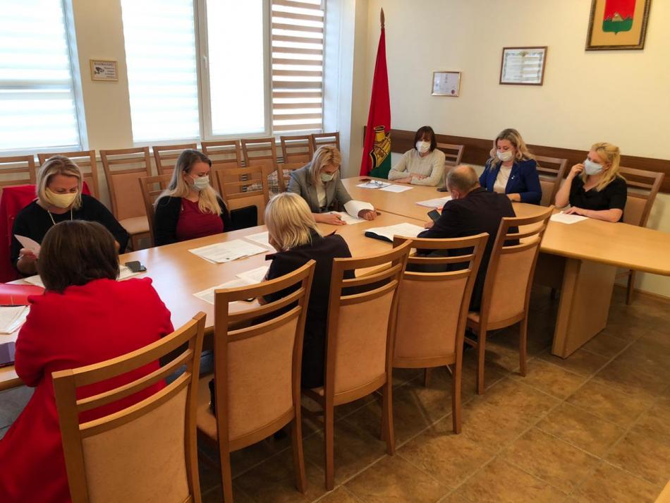 В Брянской области проведено совещание с субъектами системы профилактики по вопросу изъятия из приемной семьи несовершеннолетней Ирины.